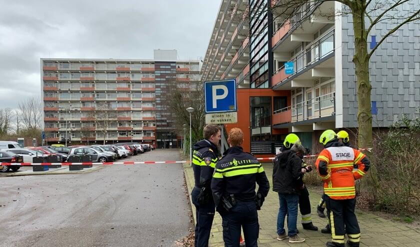 Het parkeerterrein aan de Luxemburglaan is afgezet met linten.