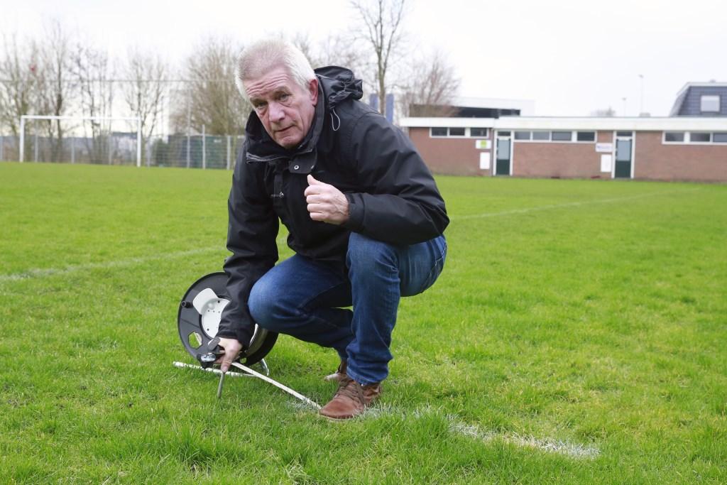 Jan Visser al 56 jaar betrokken bij voetbalvereniging BOL. (Foto: Theo Annes      06 53328812) © rodi