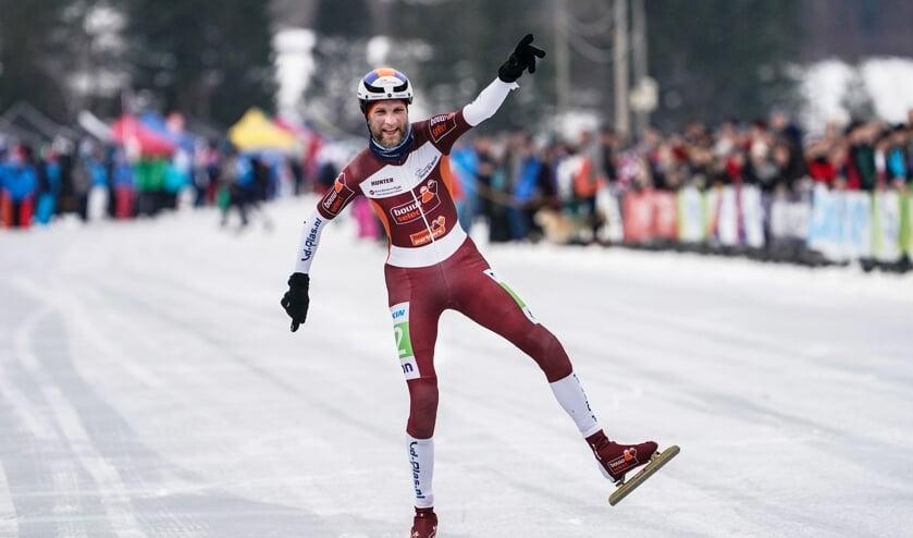 Nooit standaard. Jouke Hoogeveen bejubelt zijn overwinning in het Nederlands kampioenschap. (Foto's Timsimaging)