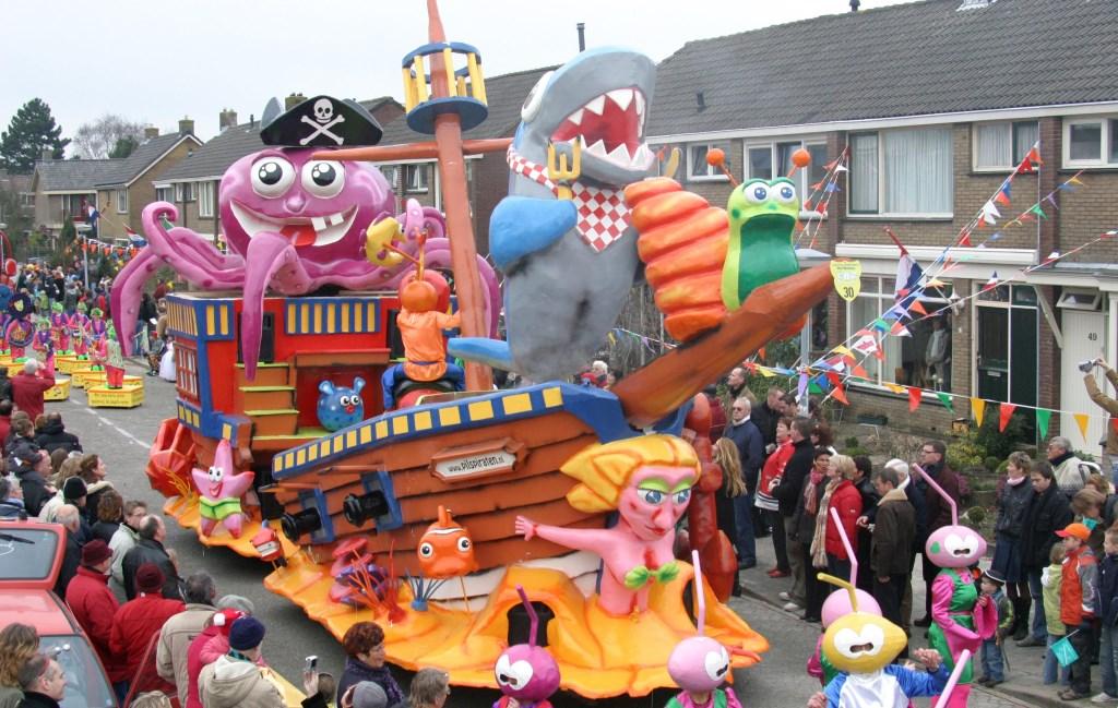Hoogtepunt voor De Pilspiraten was hun creatie van De Snorkels in 2007: 'Met carnaval zijn wij diep gezonken'.  (Foto: Het Masker) © rodi