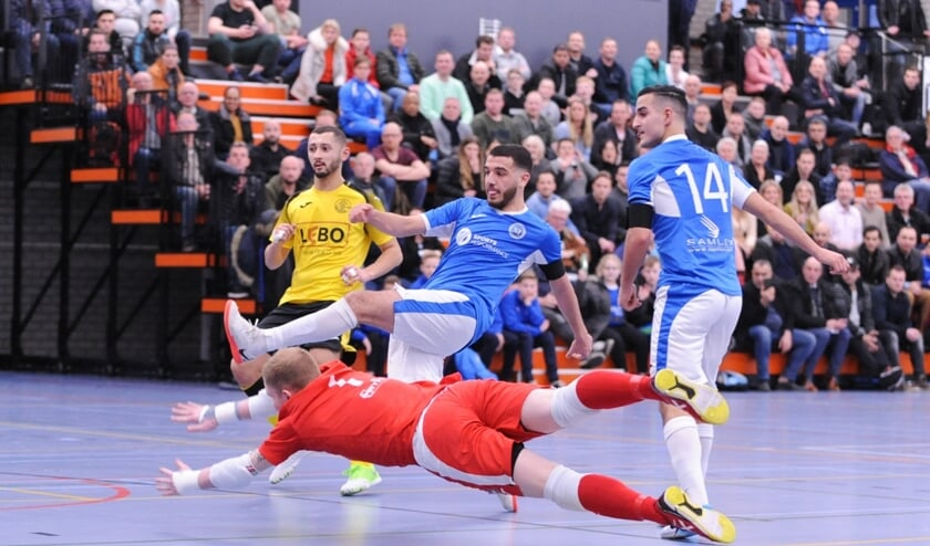 Ismael Ouaddouh (midden) scoorde tegen ASV Lebo twee treffers.