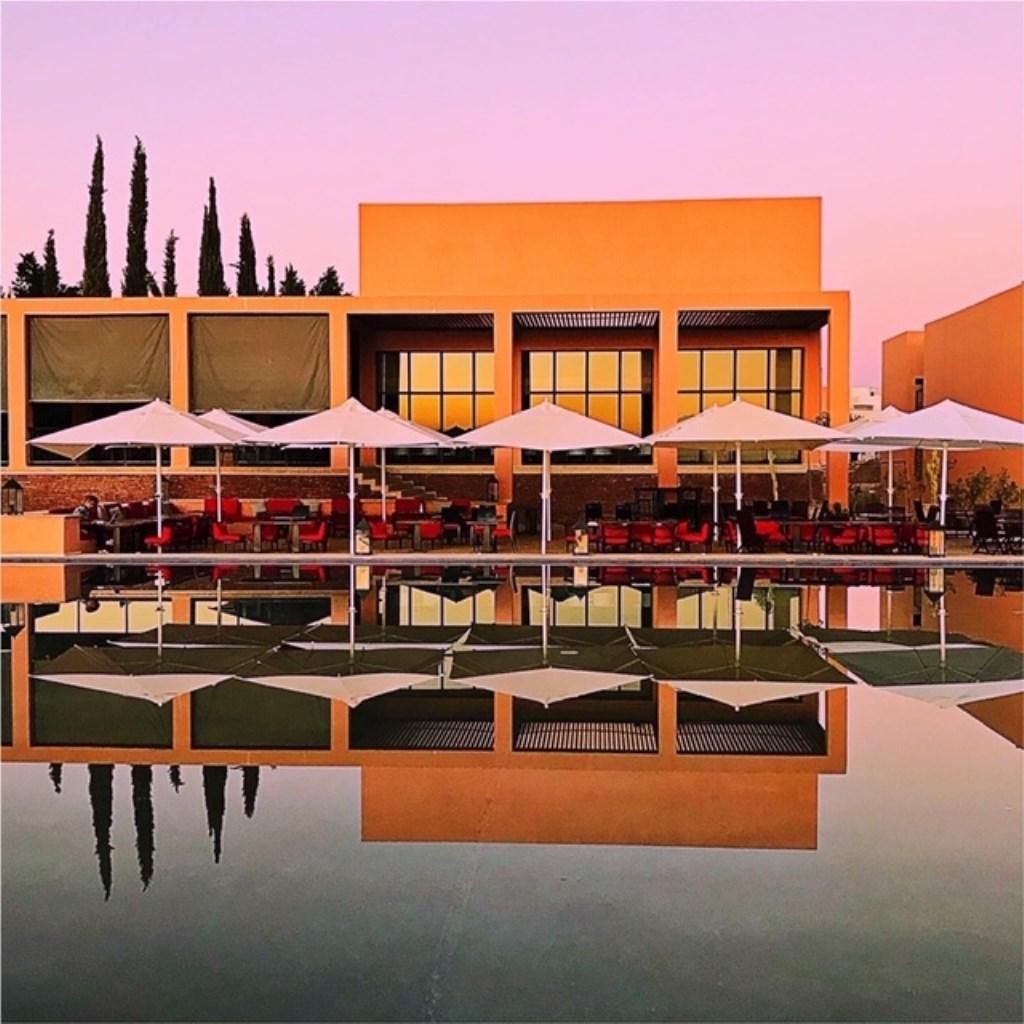 Het fraaie clubhuis van Al Maaden Golf.  © rodi