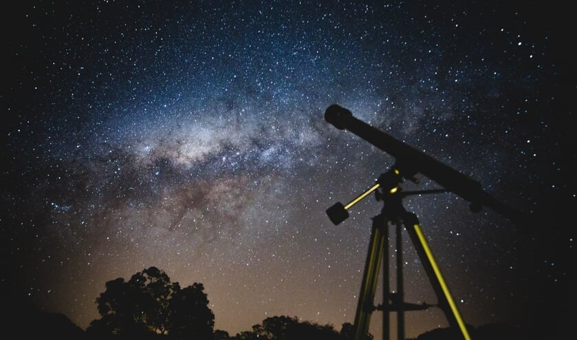 Kijken naar de sterren.
