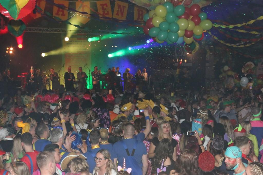 Een overzicht van de feestvreugde in de troonzaal. (Foto: aangeleverd) © rodi