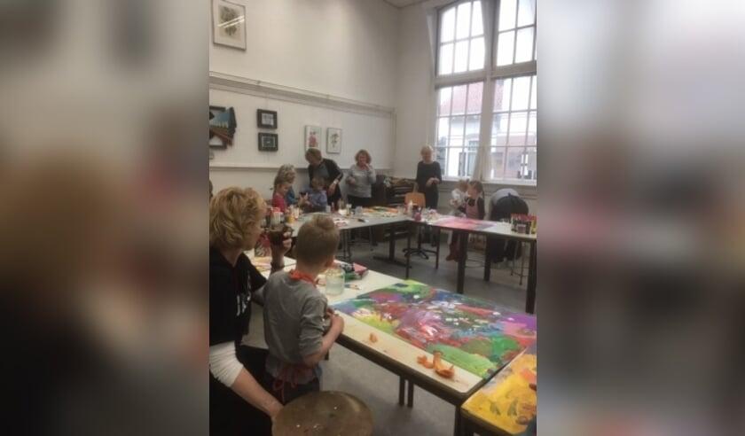 Samen met je kleinkind een fantasierijk schilderij maken...