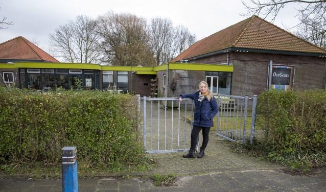 Wendy Borst voor het inloophuis in Oldskoel, Burgerbrug