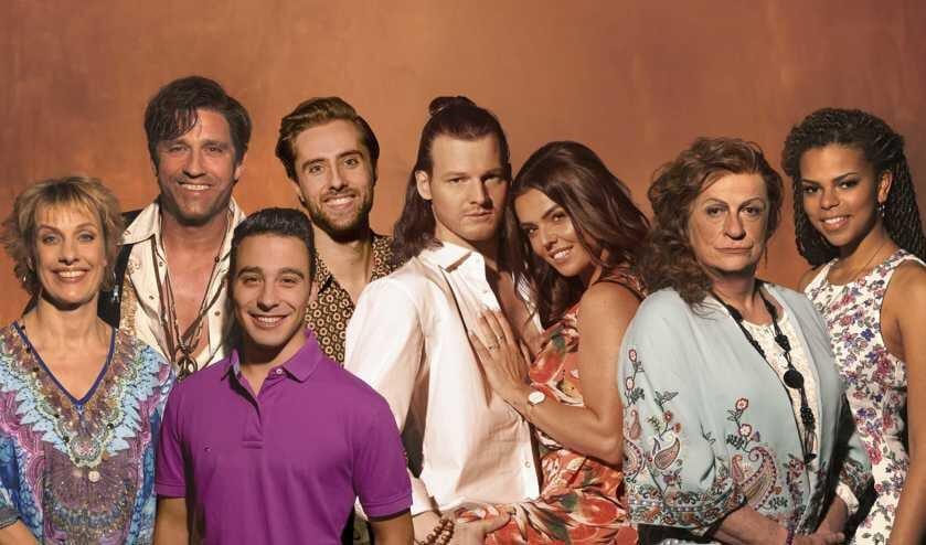 De cast van 'Verliefd op Ibiza'.
