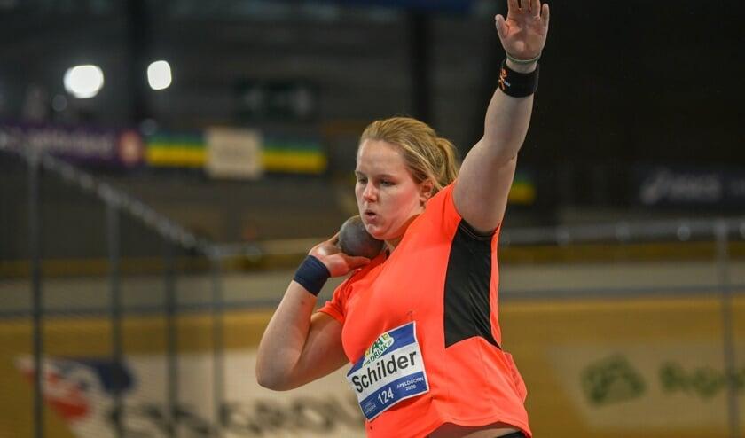 Hera-atlete Jessica Schilder legt aan voor haar volgende stoot.