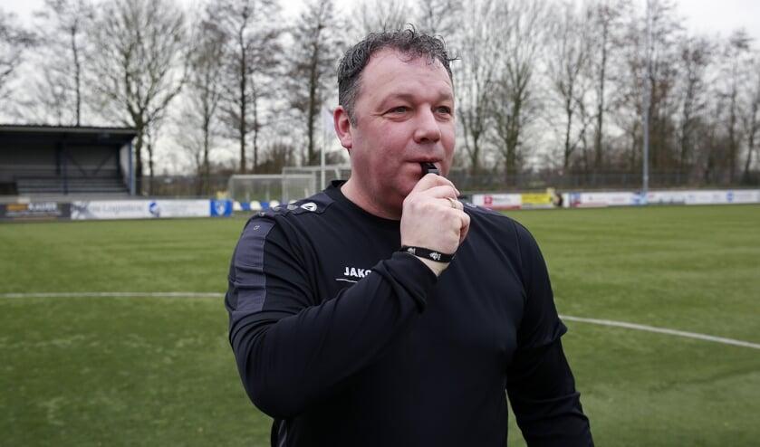Erik-Jan Kistemaker fluit thuiswedstrijden bij DTS. Jeugd tot zestien jaar.