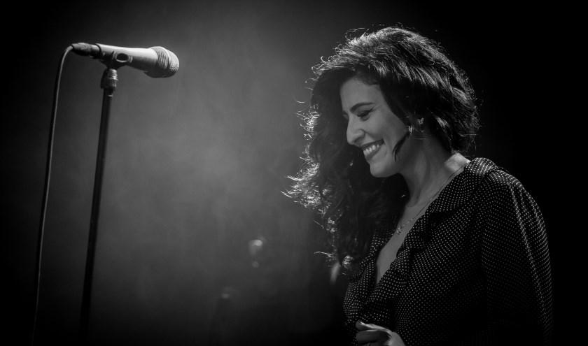 Het Siciliaanse jazz- en soulwonder Alba Plano vertolkt Amy Winehouse heel natuurgetrouw.