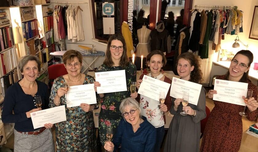 Vlnr: Annemiek Toman, Paula Brugemann, Birgit Koper, Annette Böekling, Laurien Oud, Tessa de Ruyter. Zittend Annie Hoitsma.