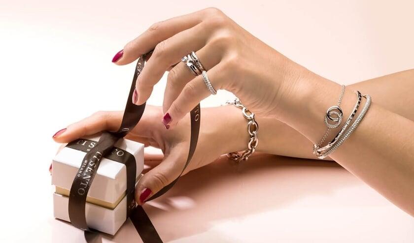 De mooiste cadeau's komt Juwelier Schagen bij u brengen.