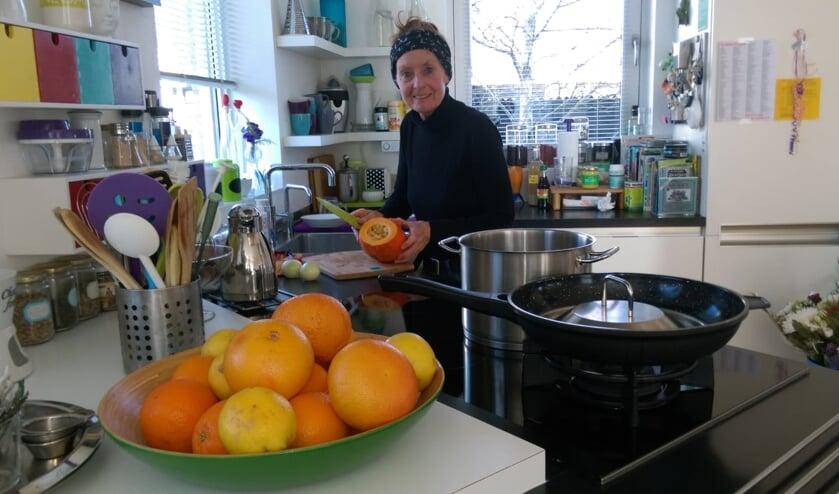 Ina Rem maakt zelfgemaakte pompoensoep, voor een goed werkend immuunsysteem.