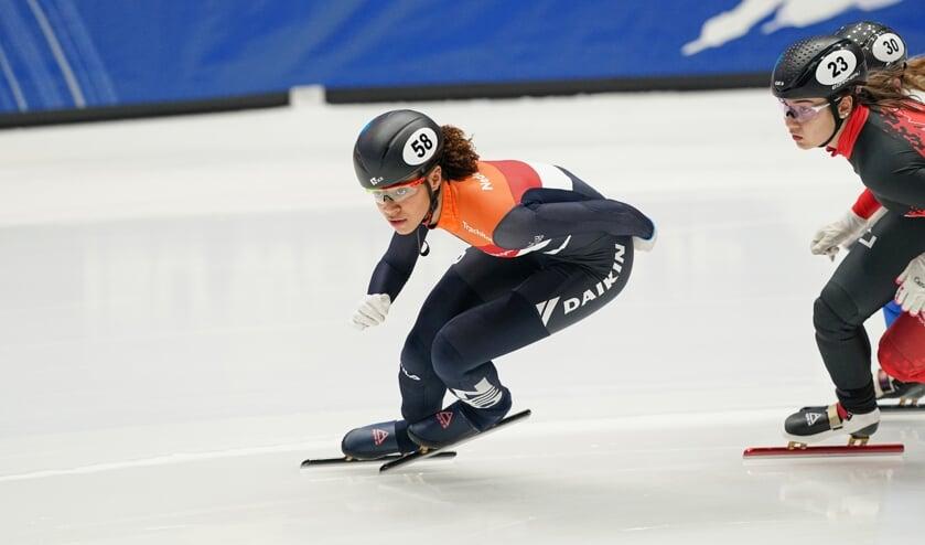 Georgie Dalrymple snelt over het ijs in Dordrecht. ,,Er komen goede jonge rijdsters aan.'' Foto's Timsimaging)