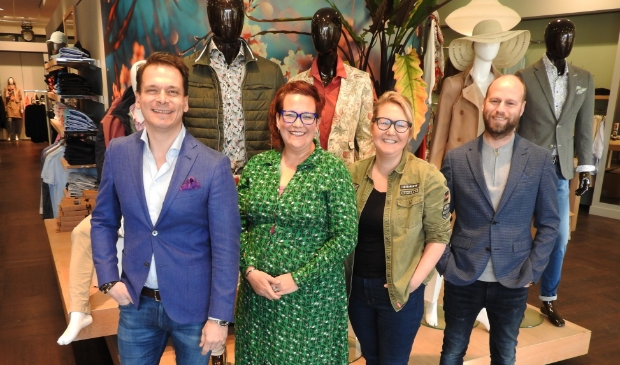 <p>De organisatoren van Modedag met v.l.n.r. Marco van Hall, Simone Veldt-Bakker, Ingrid Zonneveld en Maurice Buis.</p>