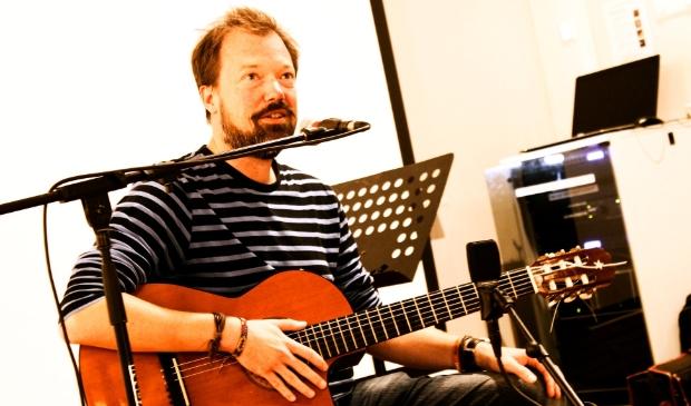 Muzikanten worden opgeroepen om luisterliedjes te schrijven.