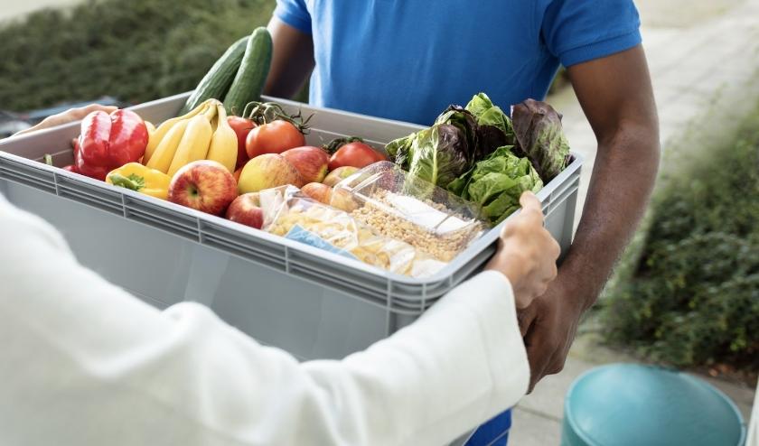 De Voedselbanken in NH zitten in zwaar weer, de vcoronacrisis slaat gaten in de voorraad.