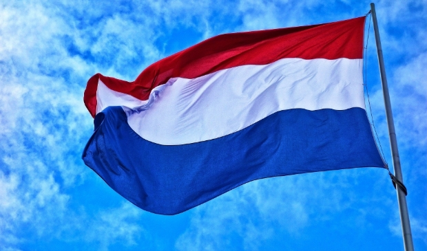 <p>Op 5 mei mag de vlag de hele dag in de top.</p>