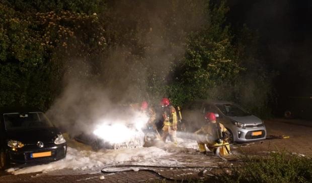 Auto in brand aan de Grotenhuysenweg