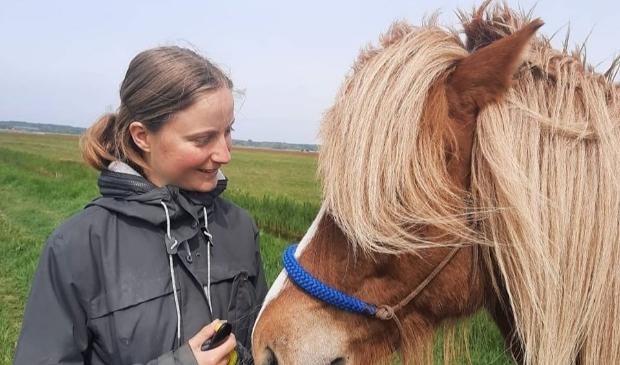 Lilian met haar paard Jafni. De dag erna werd hij doodgereden bij een tragisch ongeluk.