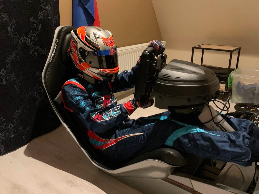 'In een simulator is het toch anders. Het is wel racen, maar toch anders, dus ben ik blij dat ik weer kan karten.' (Foto:Bas Kaligis/www.racexpress.nl) © rodi