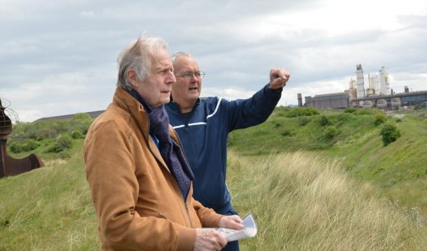De raadsleden Bertus Berghuis (VVD Heemskerk voorgrond) en daarachter Paul Meiland (CDA Beverwijk).