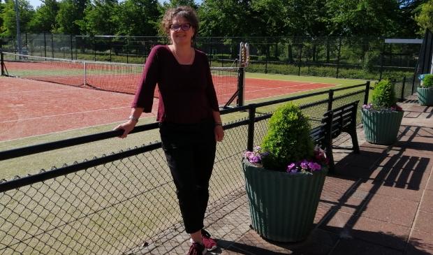 Liesbeth Molenaar is voorzitter van de tennisvereniging.