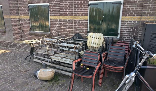 Straks krijgen alle terrasstoelen en tafels weer de ruimte.