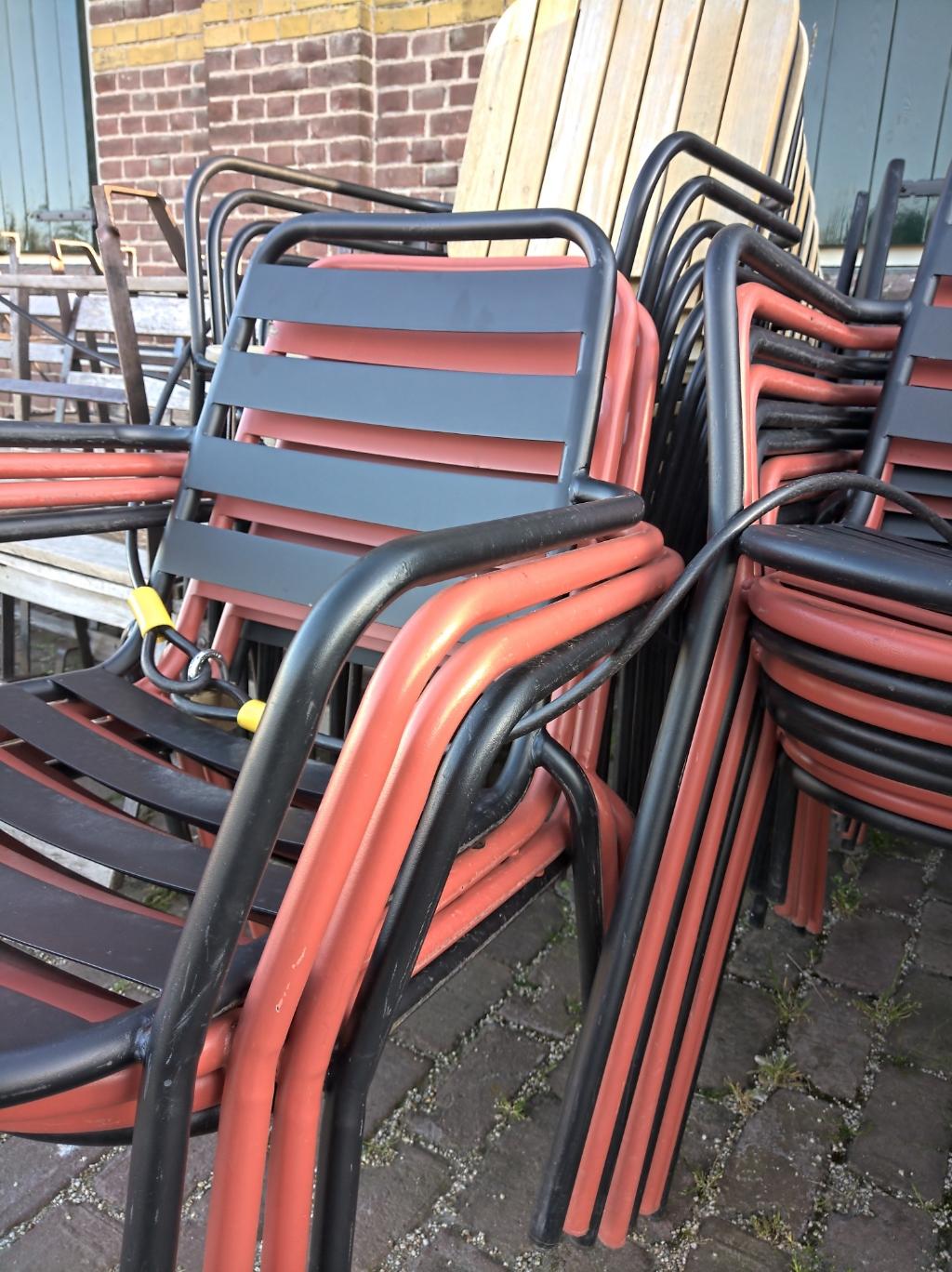 <p>Lege stoelen de komende weken in Enkhuizen.</p> <p>Foto: Rodi Media/IH</p> © rodi