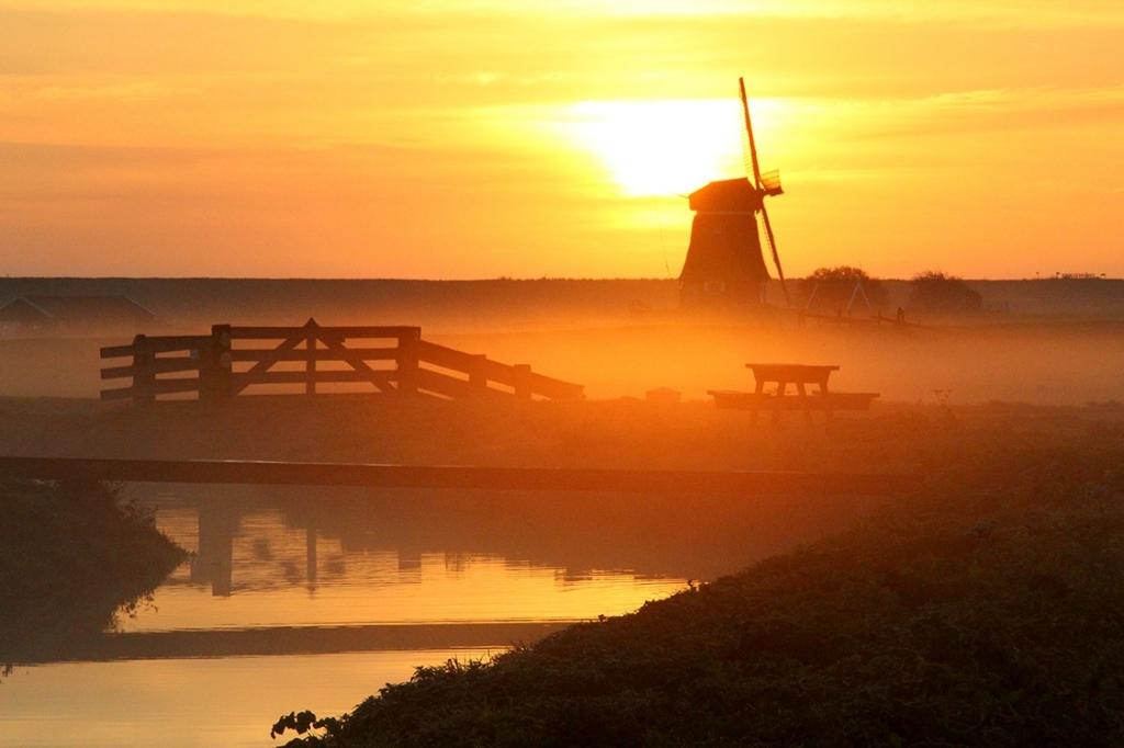 De Etersheimerbraakmolen bij zonsondergang. (Foto: aangeleverd) © rodi