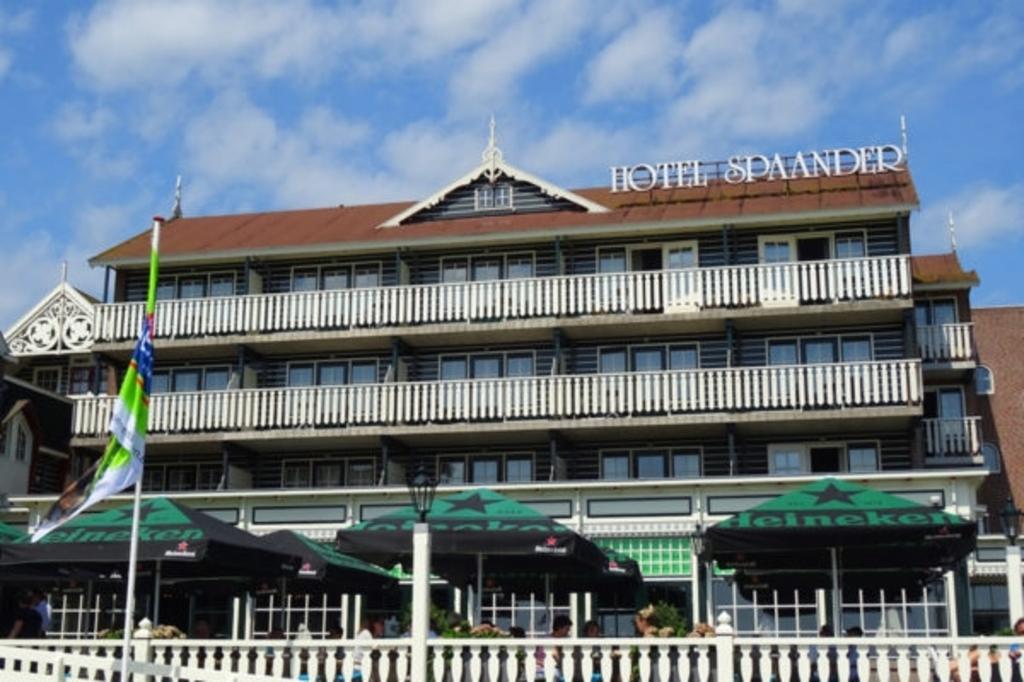 Art Hotel Spaander aan de Haven in Volendam.