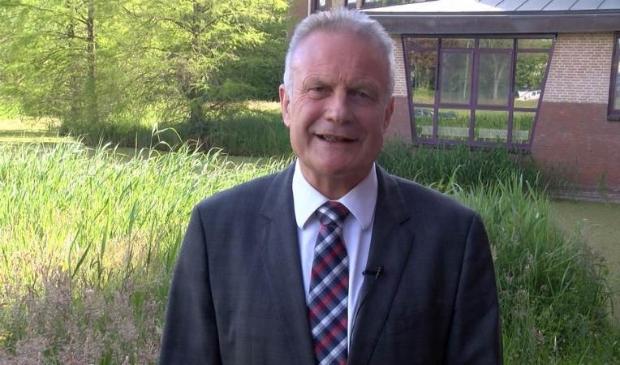 Burgemeester Heldoorn sprekt inwoners van Waterland toe bij Omroep PIM.