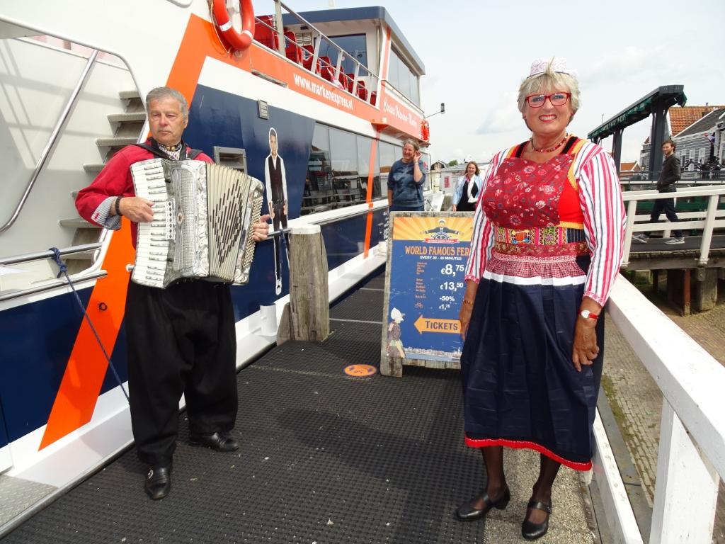 Krelis Kes & Trijntje Visser op de Volendam Marken Express tussen Marken en Volendam.