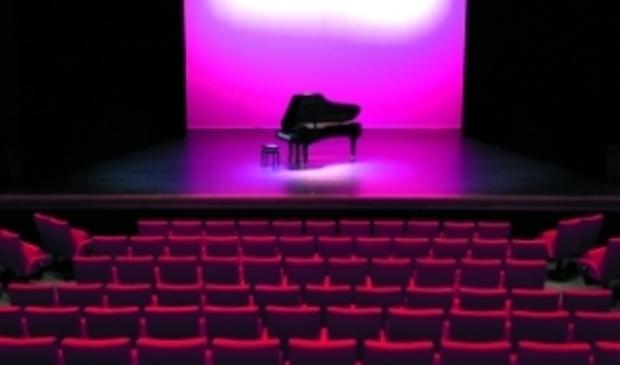 Het Kennemer Theater in Beverwijk is vanwege het coronavirus al weken gesloten.
