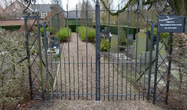 De stichting zet zich in voor het onderhoud en beheer van het kerkhof van Scharwoude.