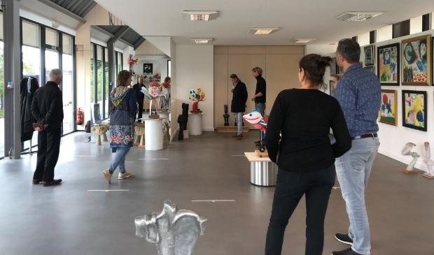 Er is veel belangstelling voor de expositie.