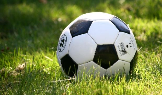 Proeven aan voetbal bij Wherevogels tijdens gratis proeftrainingen.