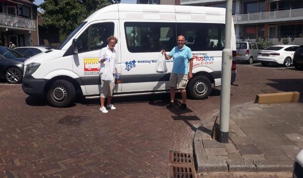 De vrijwilligers van de 'Wijk Uit' PlusBus.
