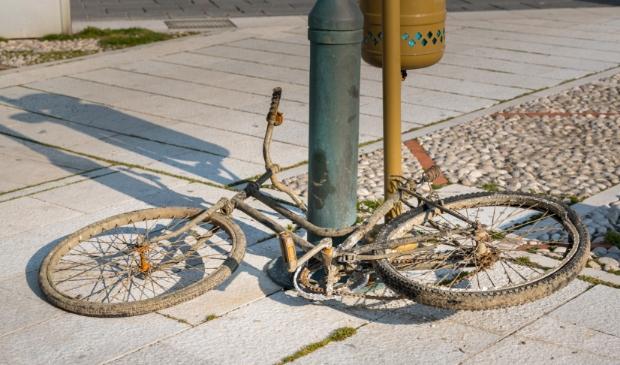 <p>De gemeente Heerhugowaard wil het station netjes houden en gaat daarom achtergelaten fietsen weghalen.</p>