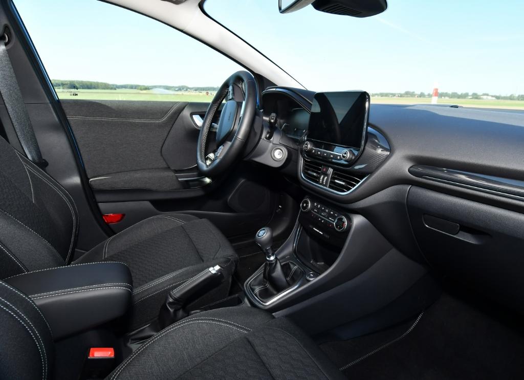 Ook deze Ford heeft een fraai interieur met prima stoelen die perfect steun geven.    © rodi