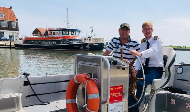 Robert van Duuren en Niels Bosman, operational manager, in de nieuwe e-sloep