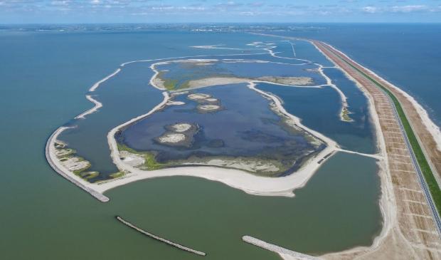De Houtribdijk en het nieuwe natuurgebied Trintelzand.