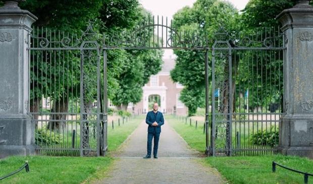 Hotel & Chateau Marquette in Heemskerk wil met de opbrengst van een aandelenemissie de coronacrisis overleven. Directeur/eigenaar Erik Kuiper-van den Berg staat voor zijn hotel.