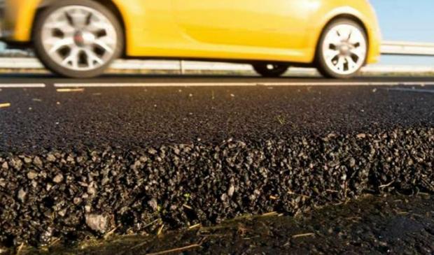 Het zeer open asfalt beton (ZOAB) is stiller en voert hemelwater snel af.