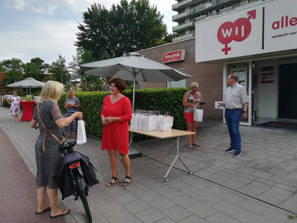 Met dit mooie weer kwamen alle vrijwilligers op de fiets om hun tasje op te halen.  (Foto: Rodi Media/M. Korver) © rodi