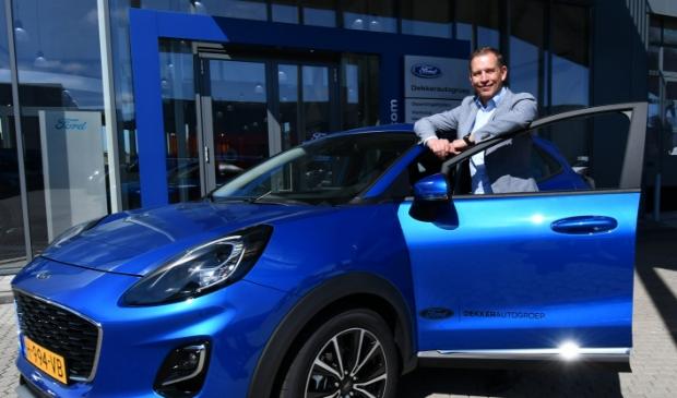 Eric Herman, vestigingsmanager bij de Zaanse Dekkerautogroep bij de nieuwe Puma die genomineerd is voor de International Car of the Year 2020 award.