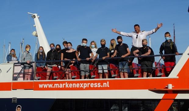 De eerste leerlingen die met de Marken Express naar school gaan.