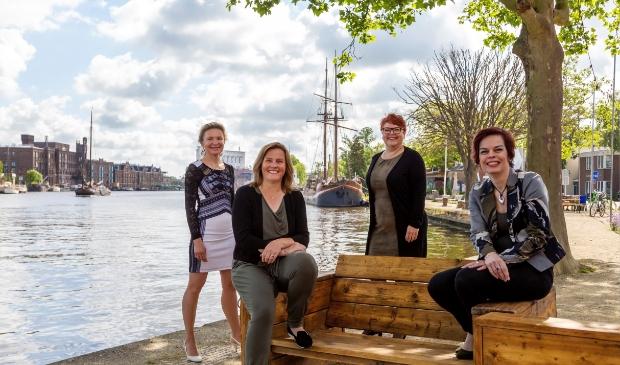 Het nieuwe ZaanLinQ bestuur van links naar rechts: Natasha Kouznetsova (Eureka!), Nicole Horak (Horak HRM), Jacqueline Blees (High End Support) en Brenda Eerdhuijzen (BE Your Office Support).