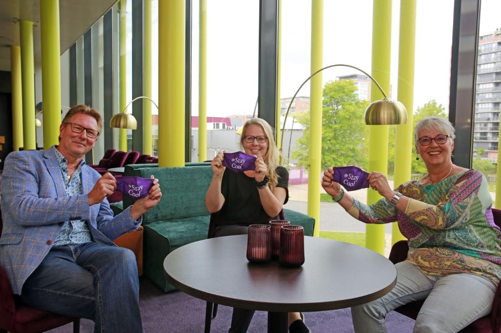 Frank, Renate en Joke hopen dat veel mensen Cool steunen door het unieke mondkapje aan te schaffen.  (Foto: Theo Annes) © rodi