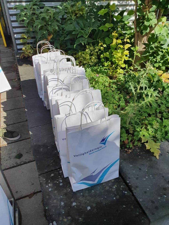 Goodiebags voor alle bewoners van de zorginstellingen. (Foto: Vrijetijdsbesteding NH) © rodi